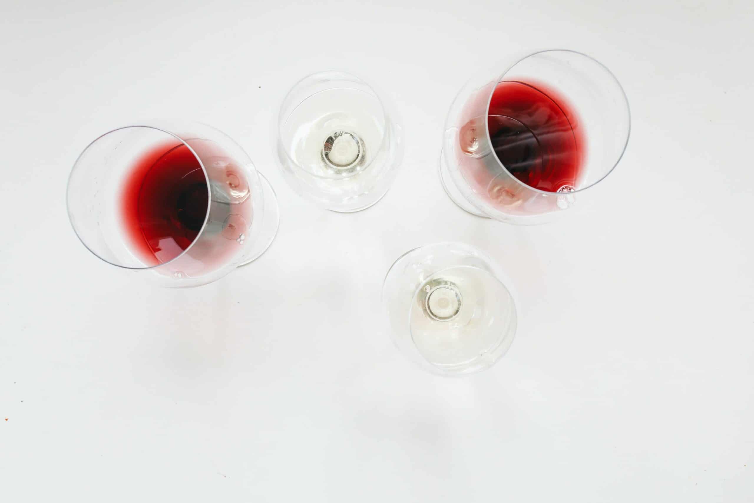תסירו כתמי יין